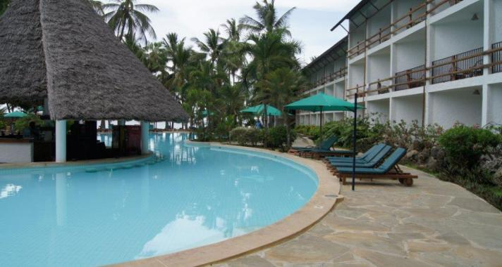Travellers club for Pool im angebot